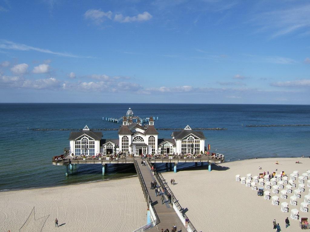 Insel Rügen - Urlaub im Ferienhaus, Ferienwohnung, Urlaub in Strandvillen in Binz und Sellin - Die  Seebrücke Sellin