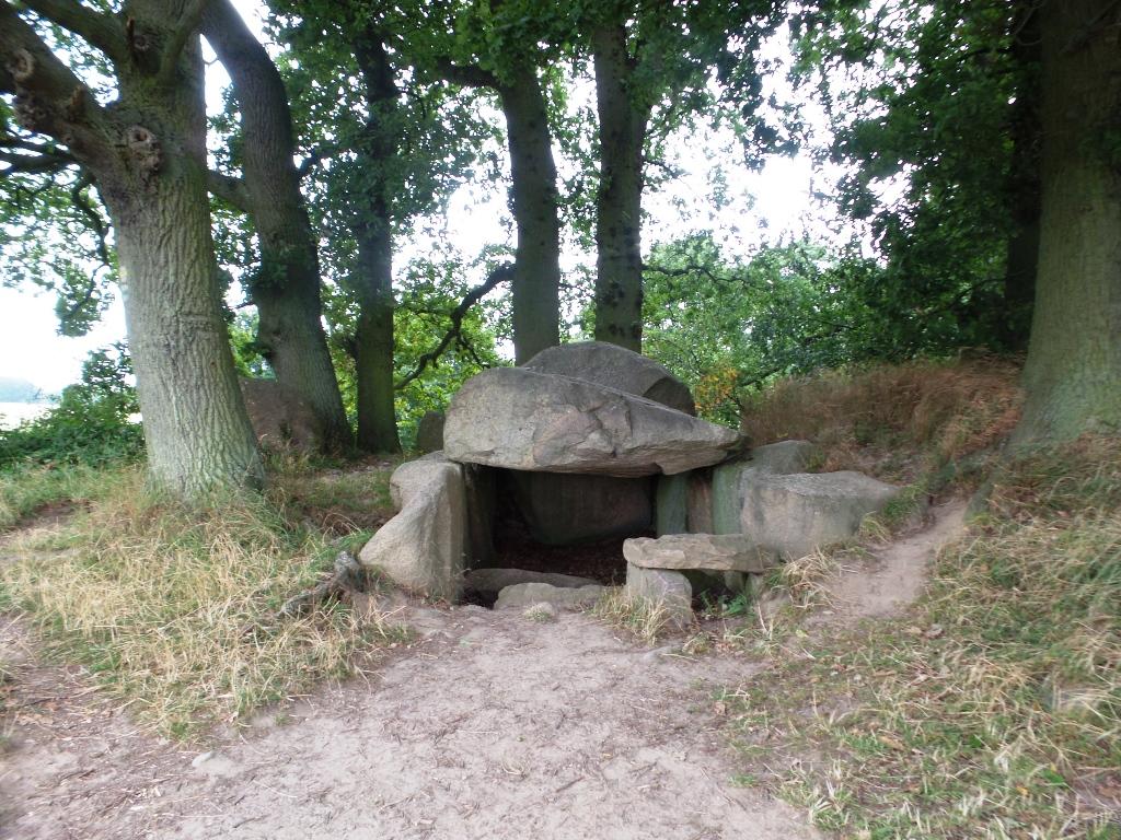 Lancken-Granitz - Eine Radtour führt von Lancken-Granitz an den Großsteingräber vorbei nach Gross Stresow