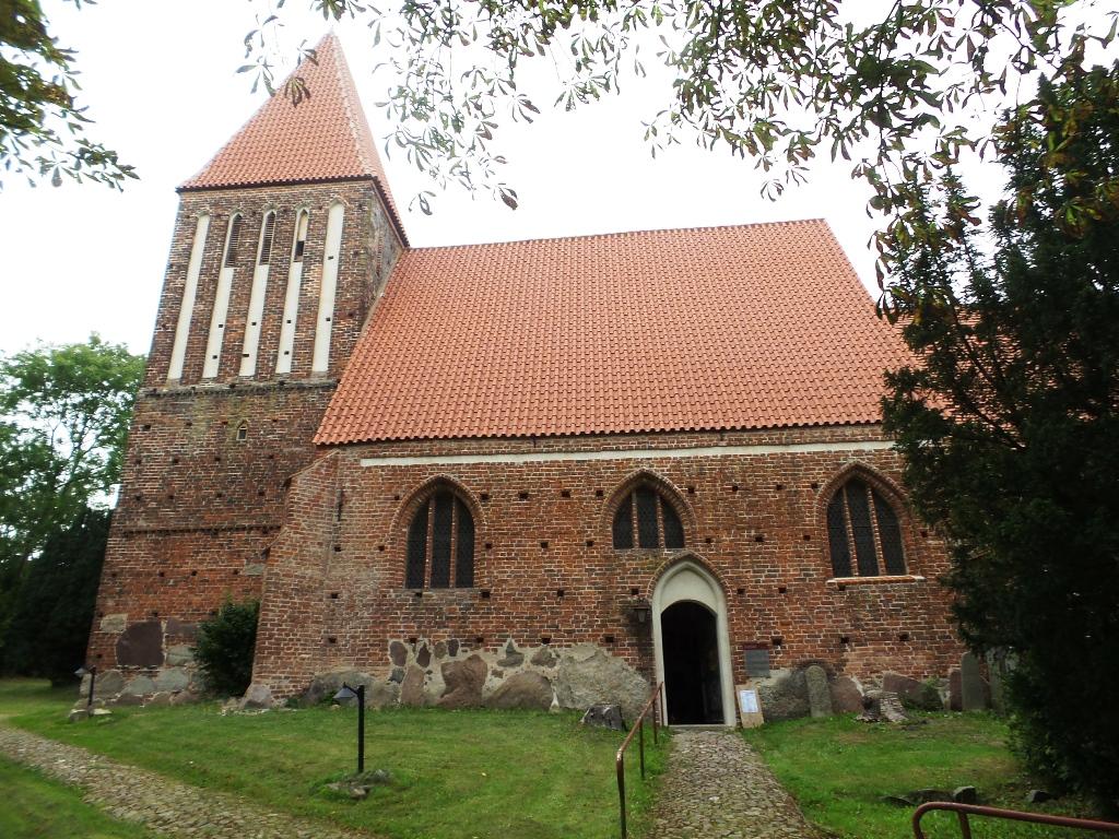 Lancken-Granitz - Die evangelische Sankt Andreas Kirche in Lancken-Granitz