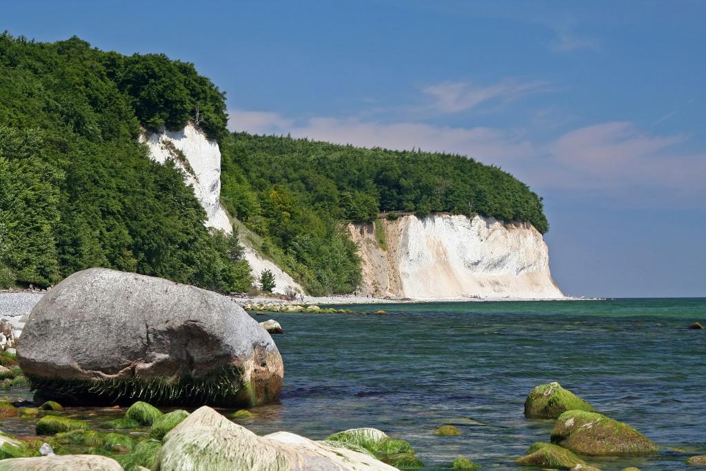 Sassnitz und der Nationalpark Jasmund. - Die berühmten Kreidefelsen der Stubbenkammer im Nationalpark Jasmund.