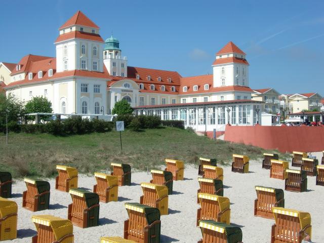 Insel Rügen - Urlaub im Ferienhaus, Ferienwohnung, Urlaub in Strandvillen in Binz und Sellin - Das Kurhaus von Binz