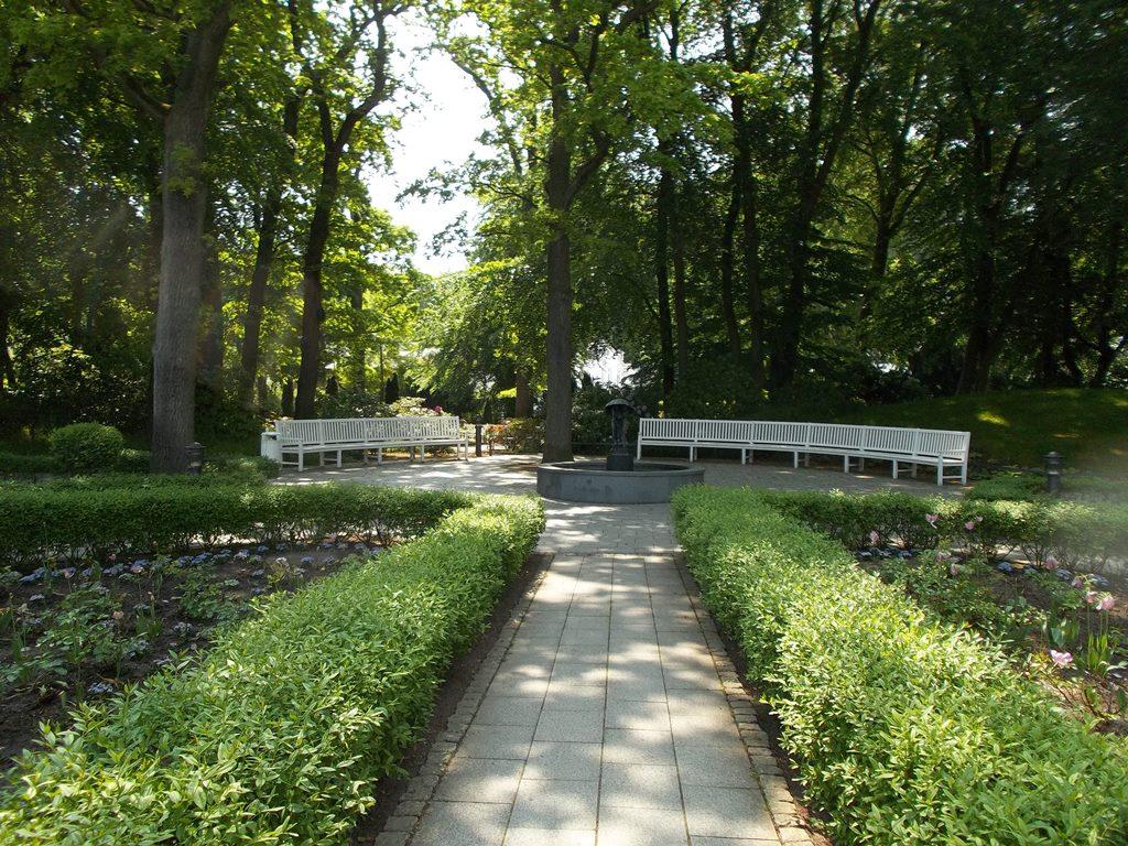 Ostseebad Binz - Der Kurpark von Binz mit seinem schönen Baumbestand, einen großen Spielplatz für die Kleinen, für die