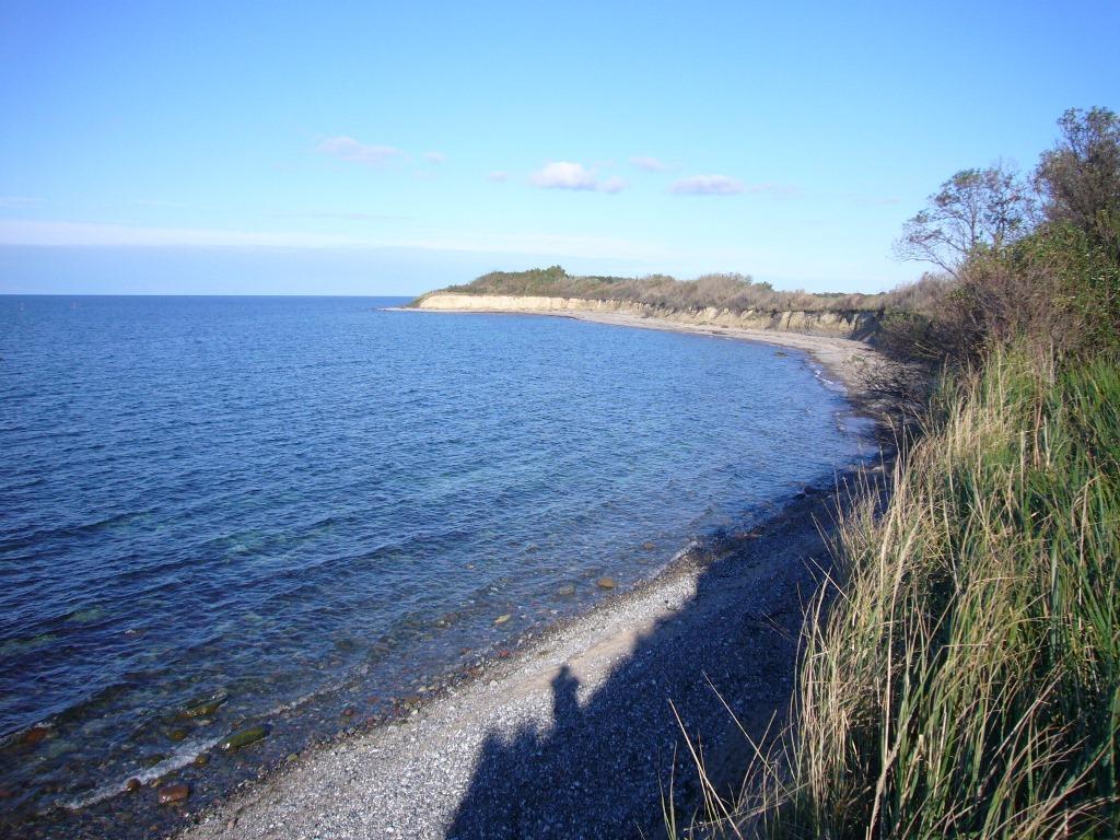 Biosphärenreservat Mönchgut - Wilde Abbruchküsten und sanfte Hügel, deren Landzungen sich weit hinaus ins Meer schieben, sind charakteristisch für die Halbinsel, die ihren Namen den Mönchen des Klosters Eldena bei Greifswald verdankt.