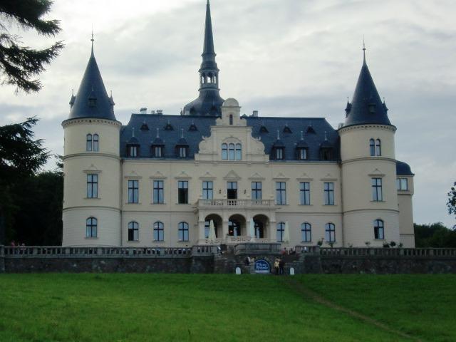 Insel Rügen - Urlaub im Ferienhaus, Ferienwohnung, Urlaub in Strandvillen -   Schloss Ralswiek    direkt am Jasmunder Bodden