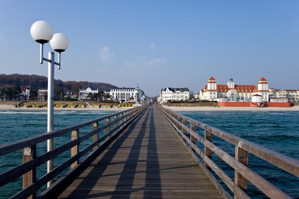 Insel Rügen - Urlaub im Ferienhaus, Ferienwohnung, Urlaub in Strandvillen - und die Seebrücke Binz