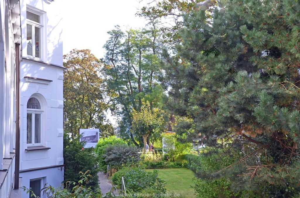Blick von der Veranda zum Garten und zur Strandpromenade - Villa Stranddistel