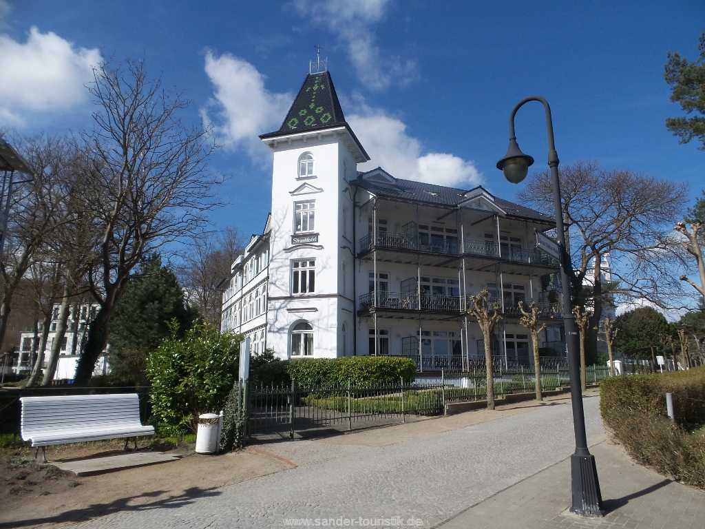Villa Stranddistel an der Strandpromenade im Winter - Binz