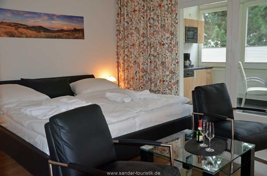bequeme Sessel zum Relaxen im Wohn-/Schlafzimmer - Villa Stranddistel - Binz