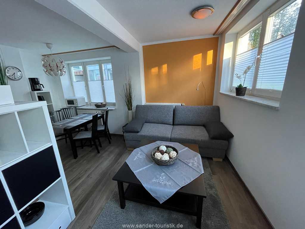 Der Raumteiler trennt den Küchen/Essbereich vom Wohnbereich - Ville Sirene