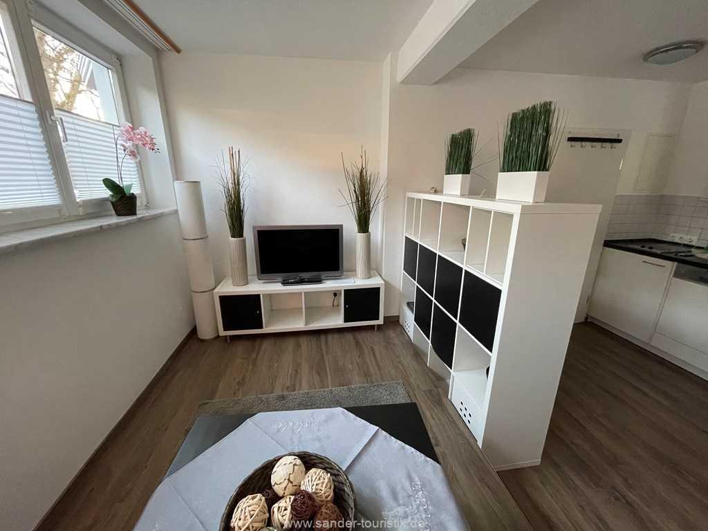 Der Raumteiler trennt den Küchen/Essbereich vom Wohnbereich