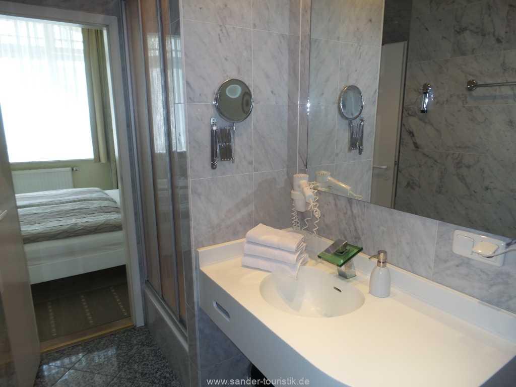 Moderner Waschtisch im Bad - Villa Sirene