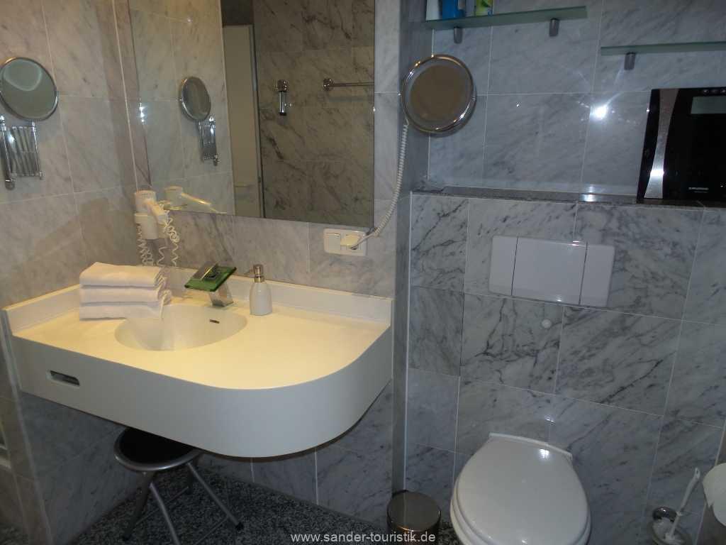 modern ausgestattetes Bad in der Villa Sirene