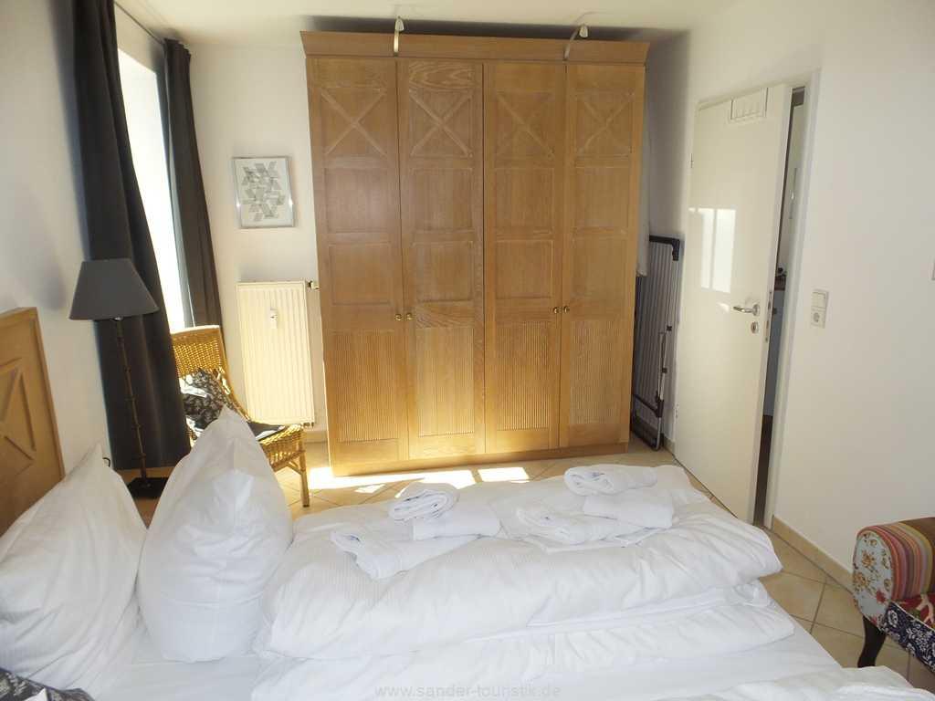 Foto der Wohnung RUG-10-017-03-villa-freia-binz-schlafzimmer1.jpg