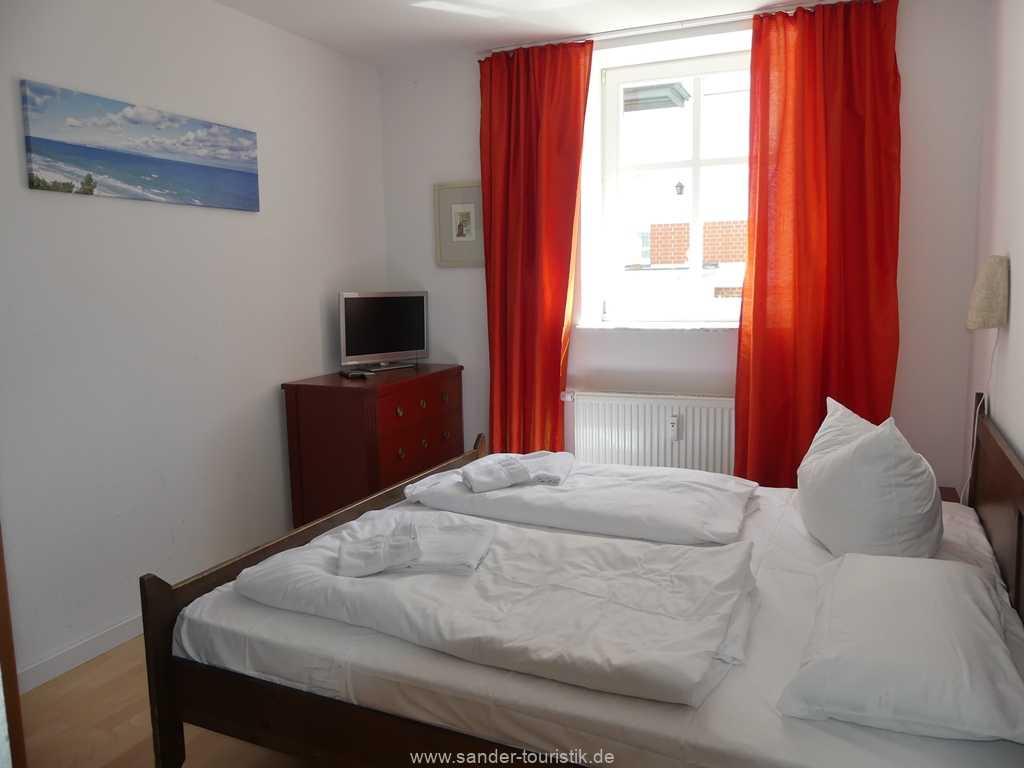 Foto der Wohnung RUG-10-021-01-villa-strandblick-binz-schlafzimmer.JPG