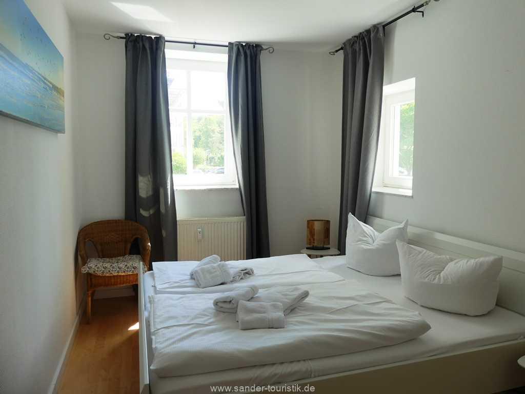 Foto der Wohnung RUG-10-021-01-villa-strandblick-binz-schlafzimmer3.JPG