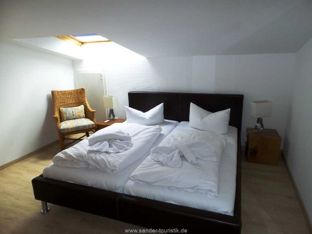 Doppelbett-Schlafzimmer, Villa Strandblick
