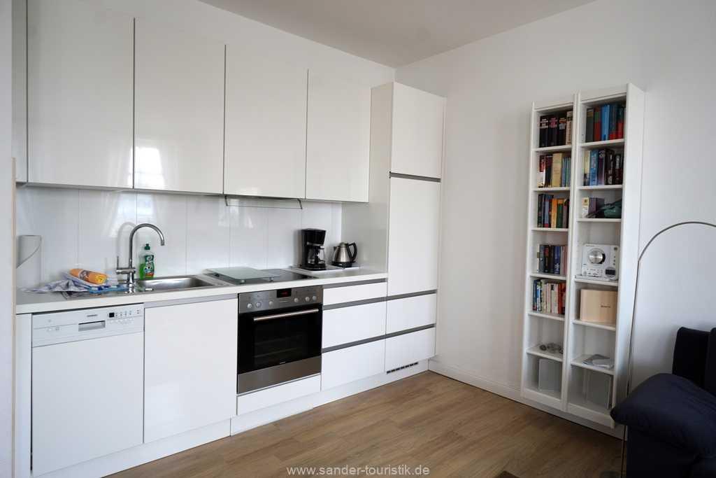 Komplett ausgestattete Küchenzeile mit Spülmaschine