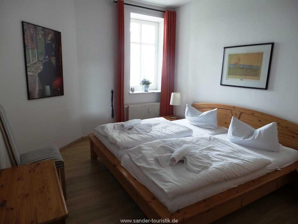 Schlafzimmer mit Doppelbett, Binz,