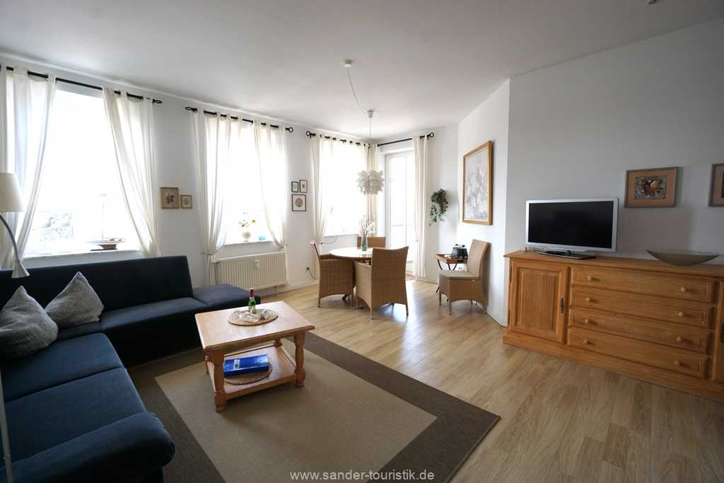 Foto der Wohnung RUG-10-021-08-villa-strandblick-binz-wohnraum1.jpg