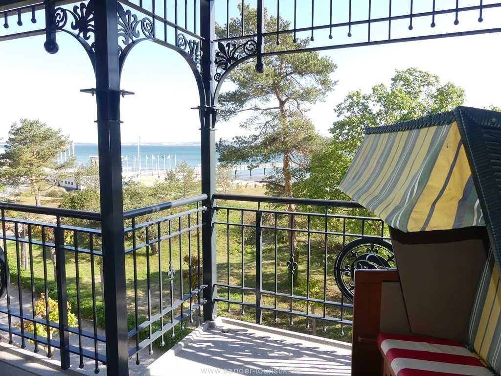 Großer Balkon mit einem fantastischen Blick auf die Ostsee und den Strand