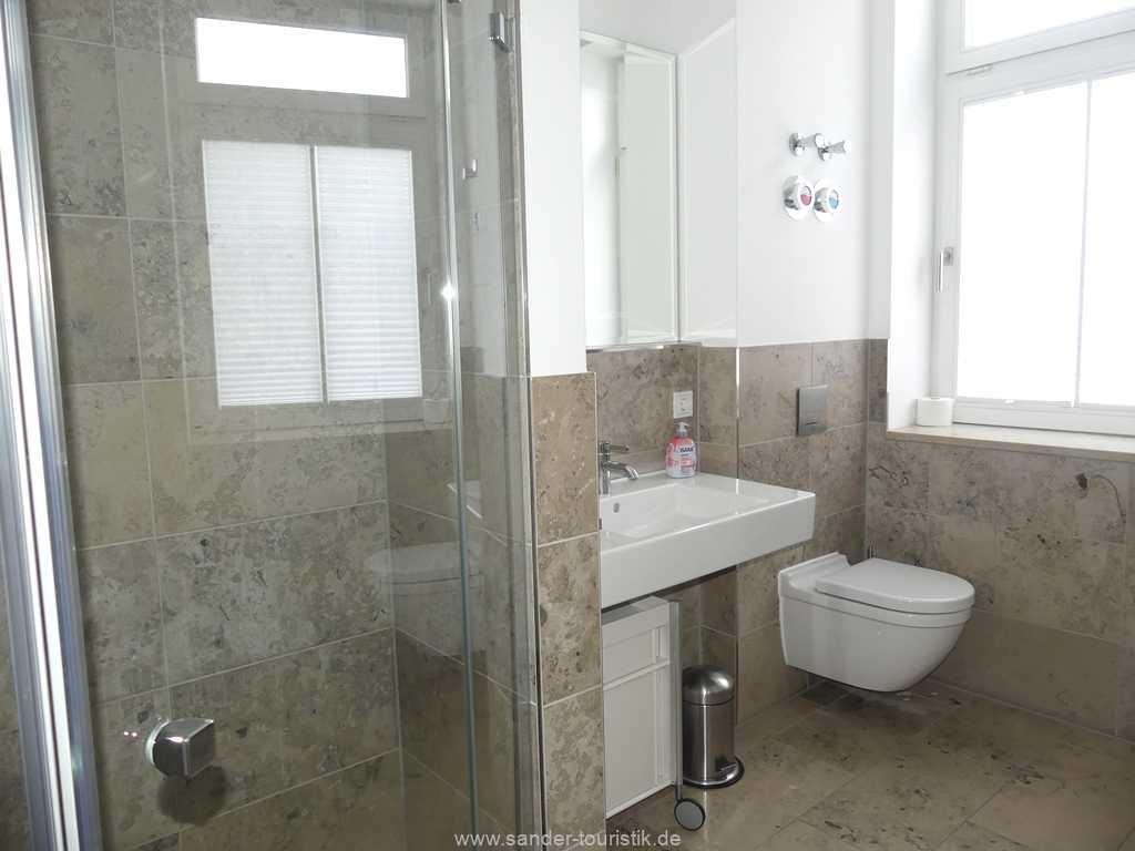 Foto der Wohnung RUG-10-044-09-villa-seeblick-badezimmer.jpg