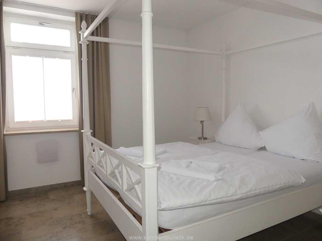 Foto der Wohnung RUG-10-044-09-villa-seeblick-schlafzimmer3.jpg
