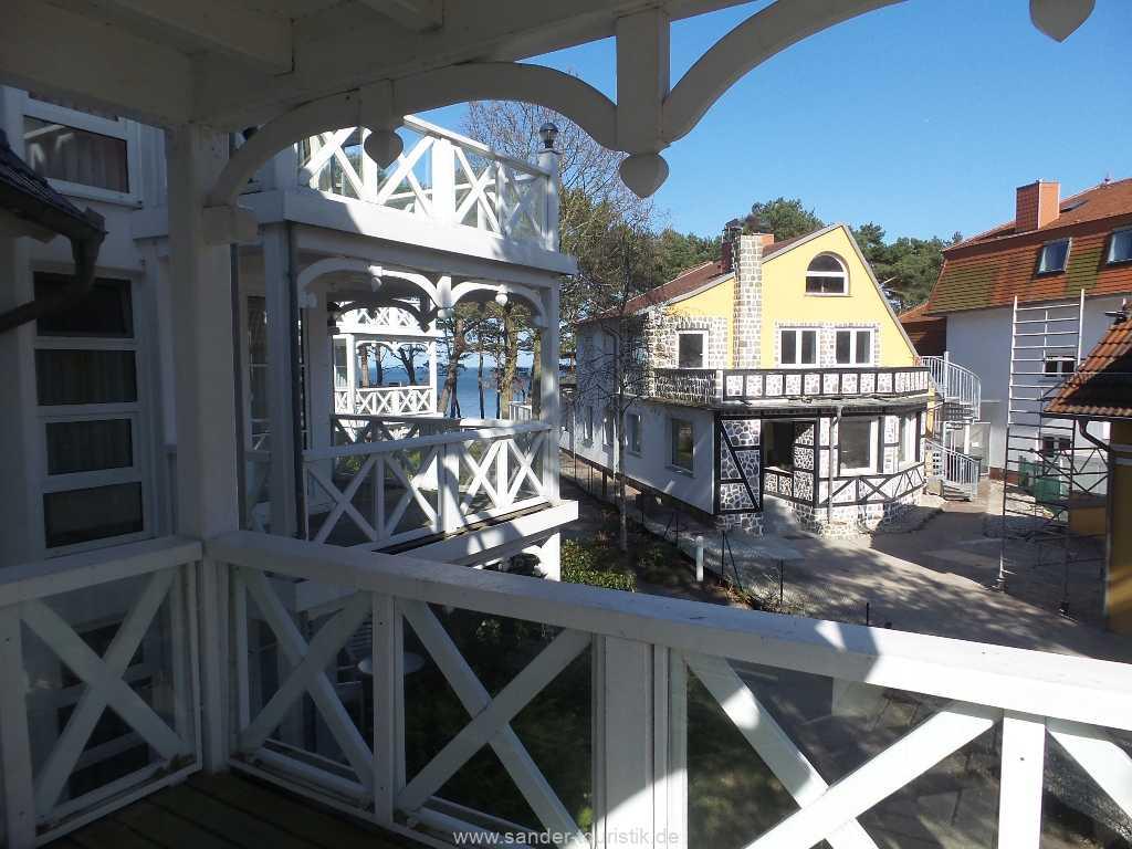 Vom Balkon (Osten) und vom Wohnzimmer haben Sie einen guten Blick zur Ostsee und zum Strand.