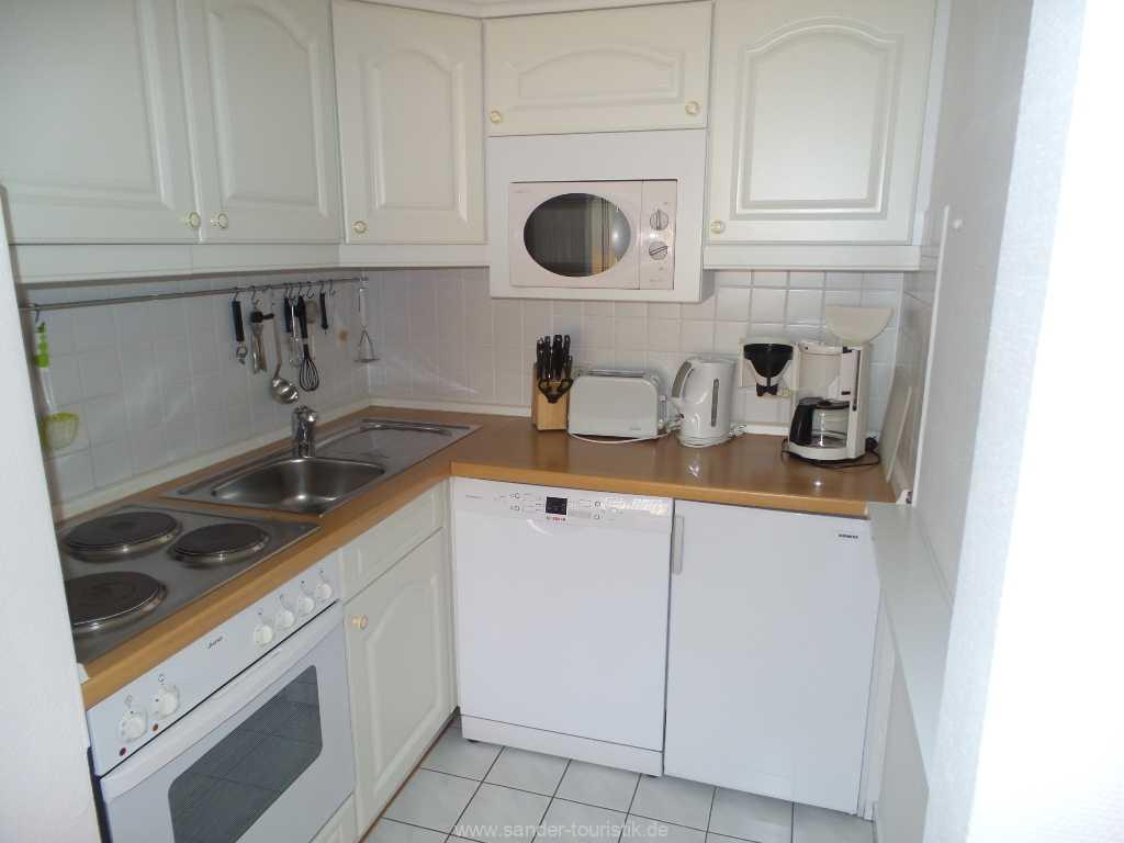 Küchenzeile mit E-Herd, Spülmaschine, Mikrowelle