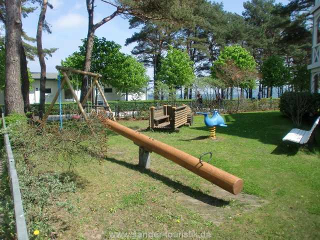 Kleiner Spielplatz auf dem Grundstück