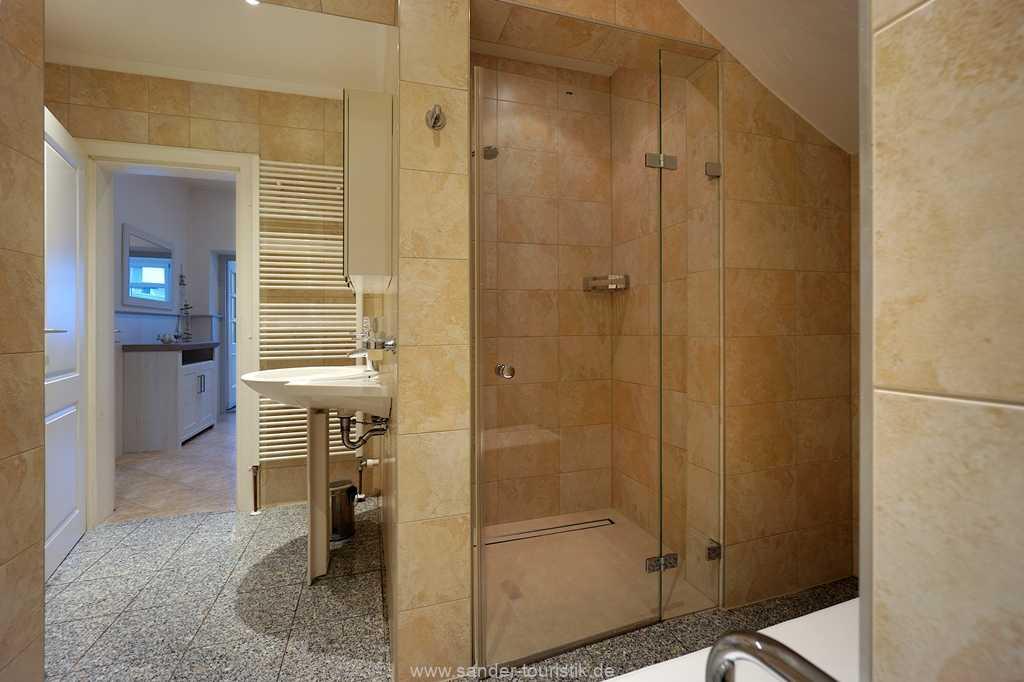 Foto der Wohnung RUG-11-003-01-villa-vergissmeinnicht-binz-badezimmer2.JPG