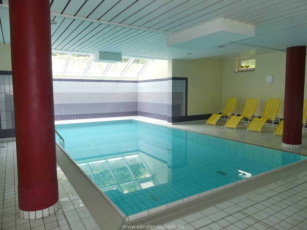 Schwimmbad mit Tageslicht - Binz - a Cappella
