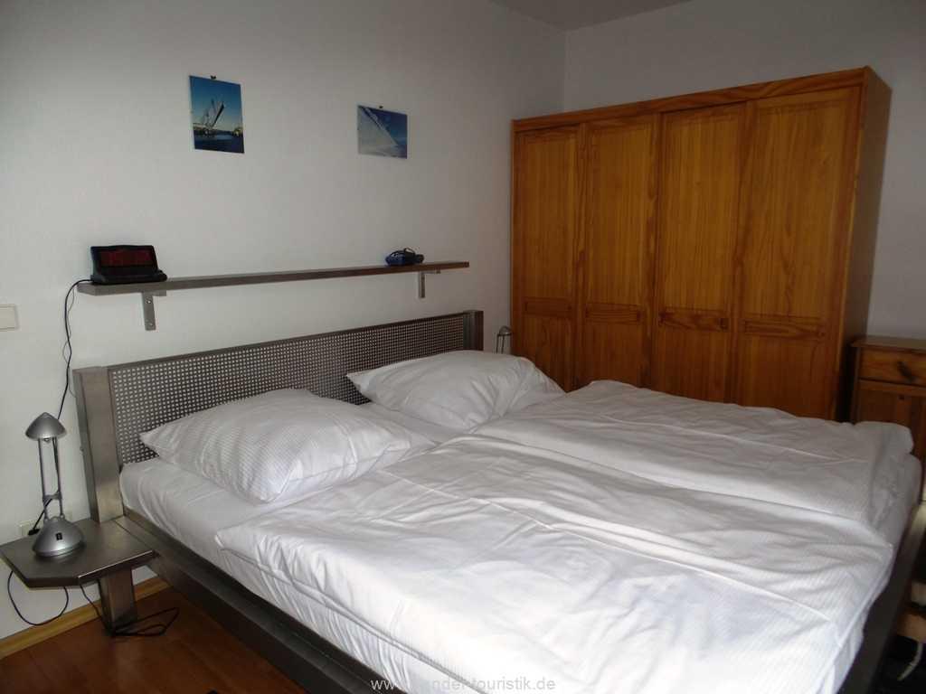 Doppelbett-Schlafzimmer mit Kleiderschränken - Binz