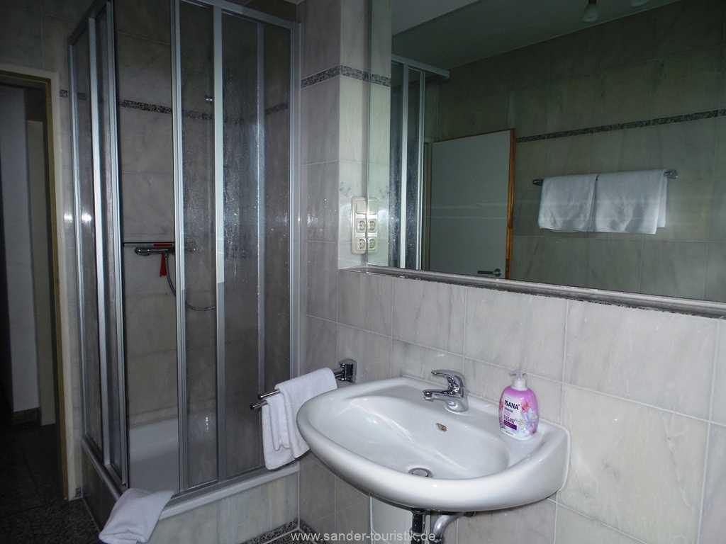 Bad imt Dusche und WC - Binz - a Cappella