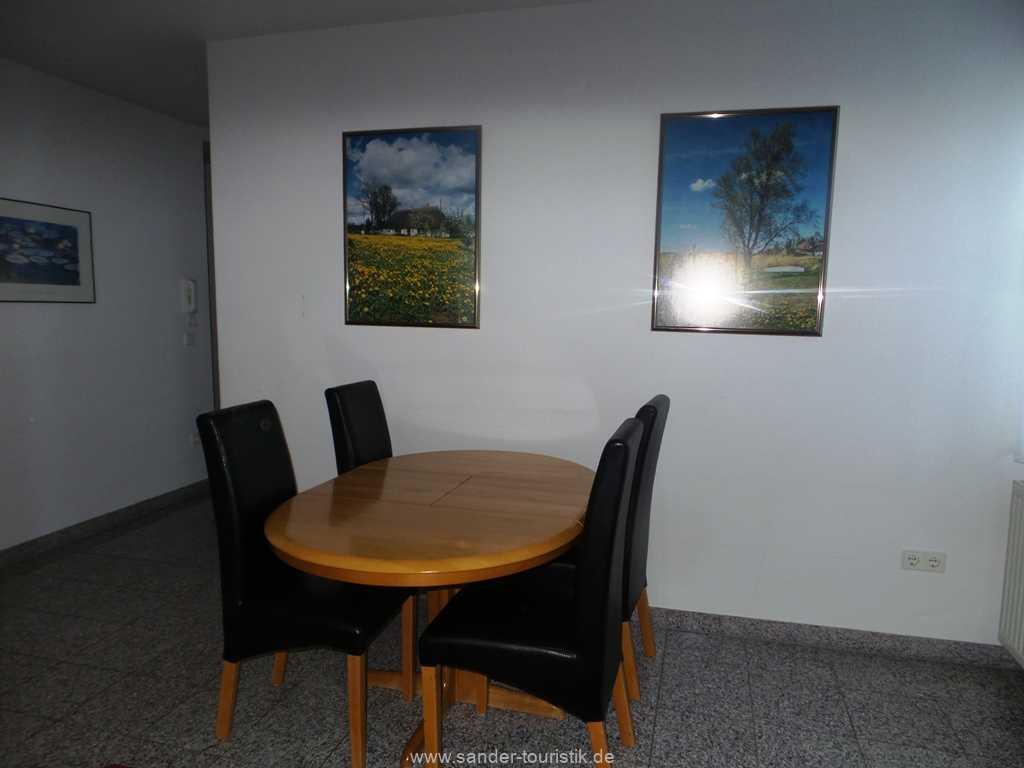 Blick ins Wohn - und Esszimmer - Binz