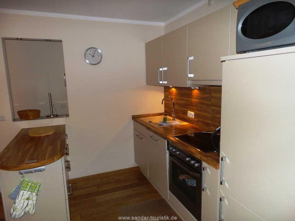 Modern ausgestattete Küchenzeile mit Spülmaschine - Binz