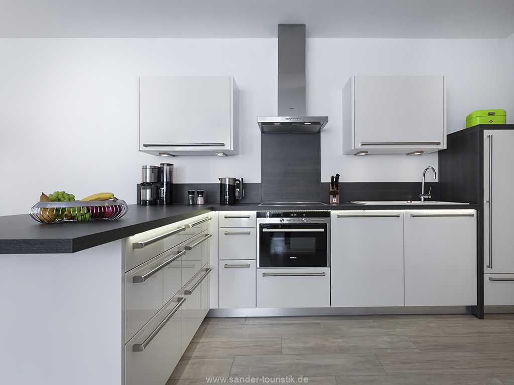 Komfortable Küche mit hochwertigen Geräten