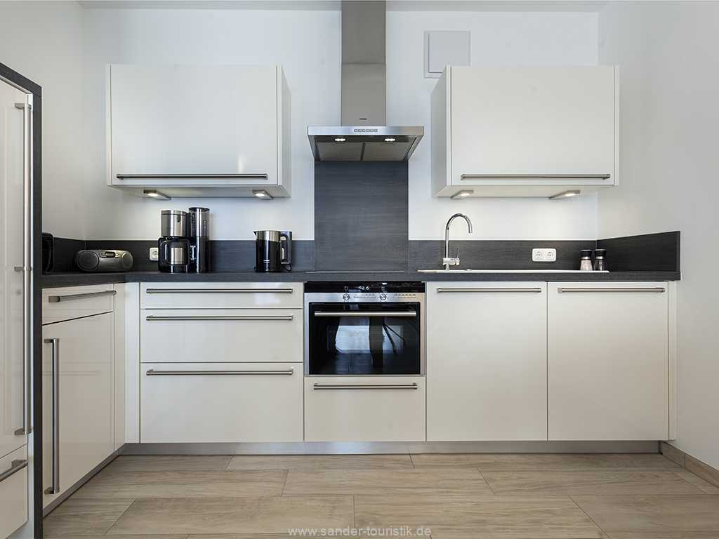 Hochwertig ausgestattete Küchenzeile mit Spülmaschine