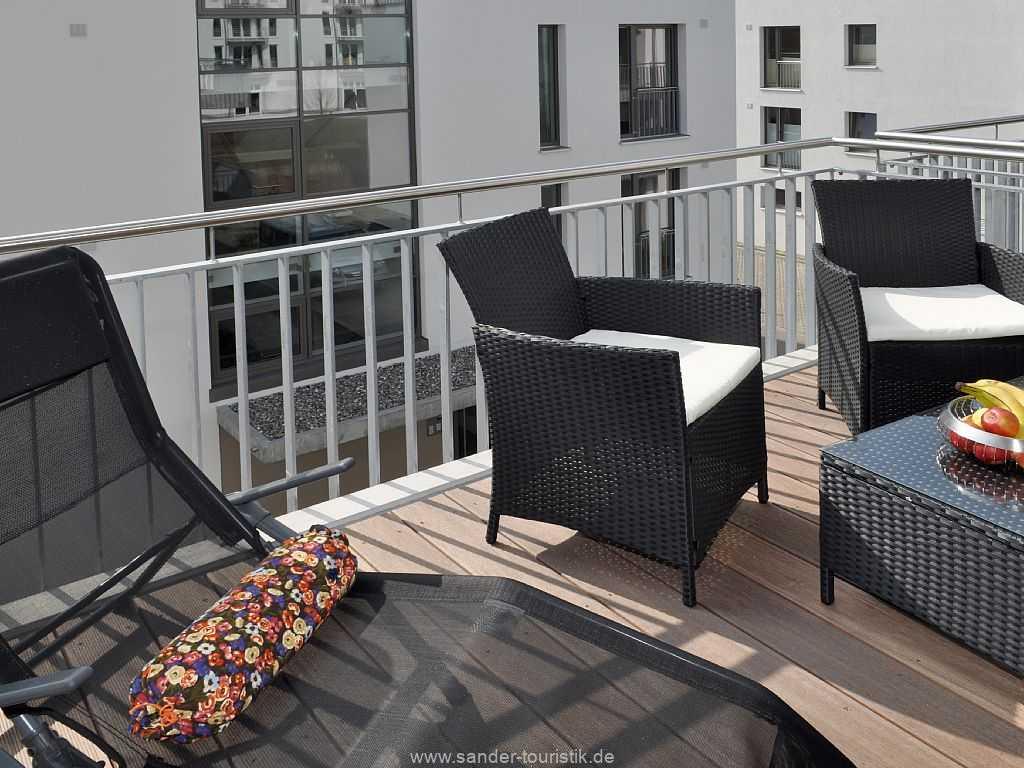 Balkon mit Sonnenliege