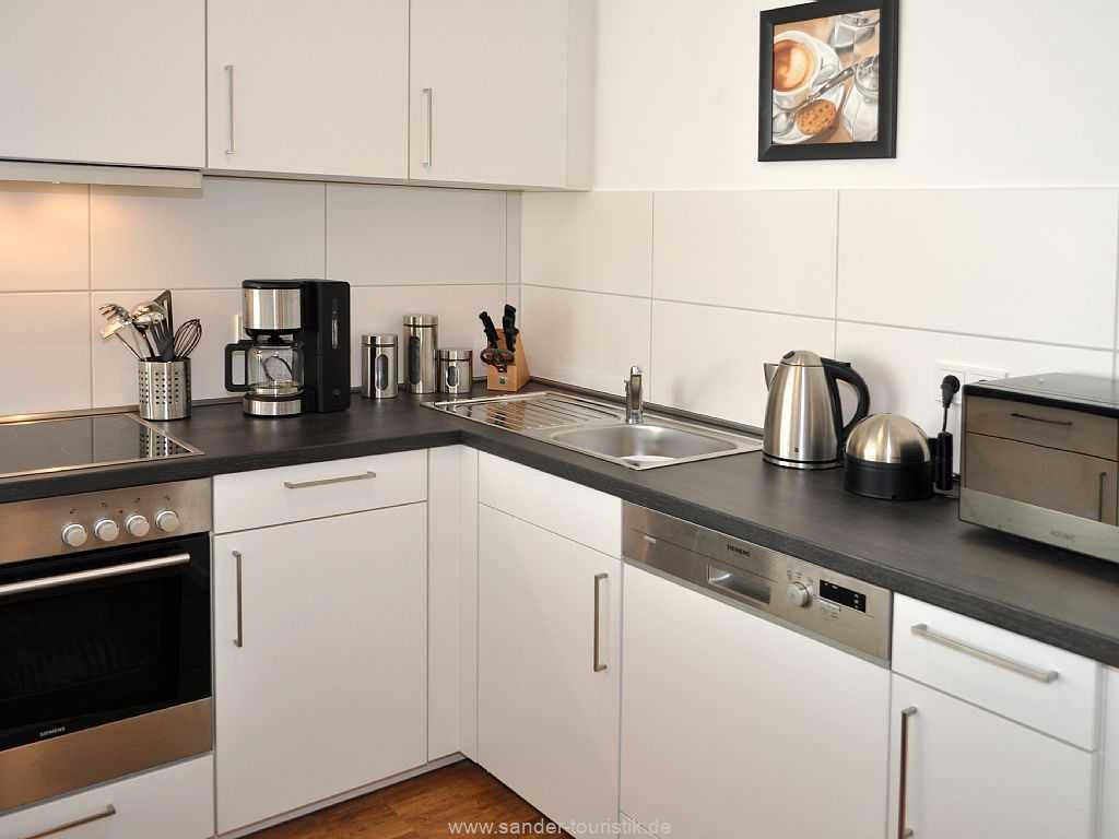 Sehr  große und gut ausgestattete Küchenzeile