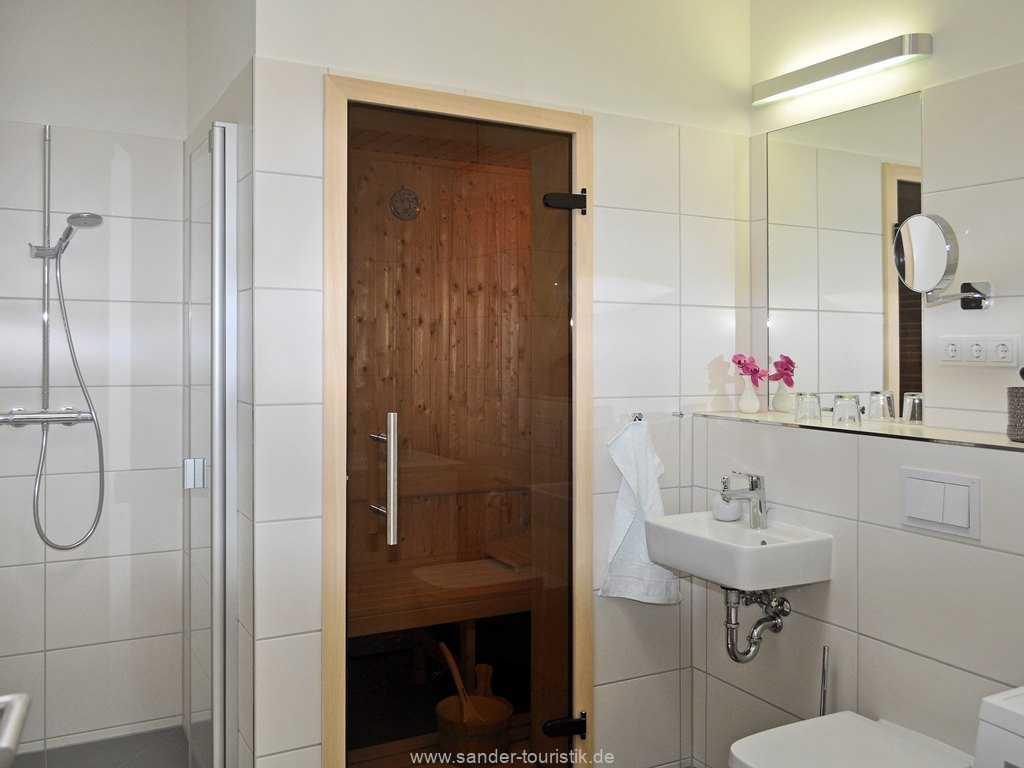 Badezimmer mit  Sauna, Dusche im DünenResort