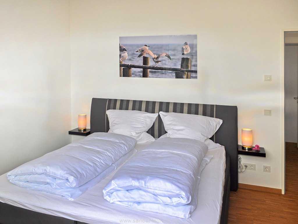 Schlafzimmer mit Doppelbett, Binz, DünenResort