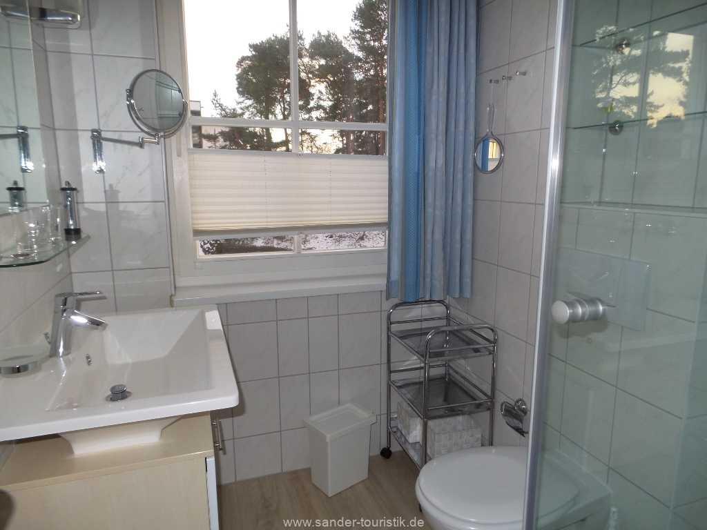 modern ausgestattetes Bad mit Dusche/WC - Binz