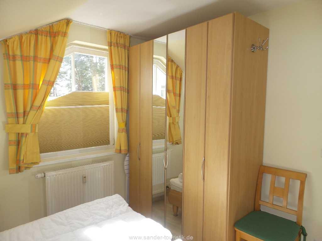 geräummiger Schlafzimmerschrank mit Spiegelfront - Meernixe - Binz