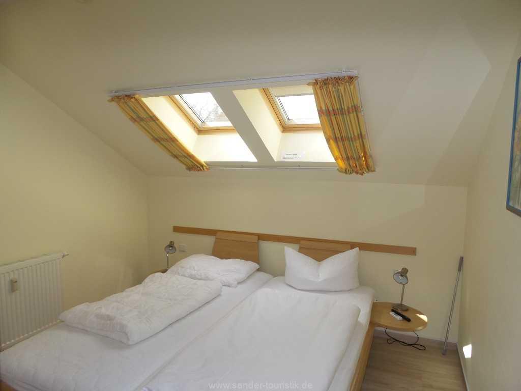 2. Schlafzimmer mit Doppelbett und Oberlicht, Meernixe - Binz