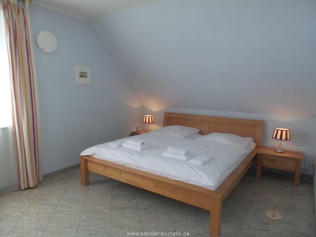 Foto der Wohnung RUG-12-001-01-fh-strandamsel-binz-doppelbett.jpg
