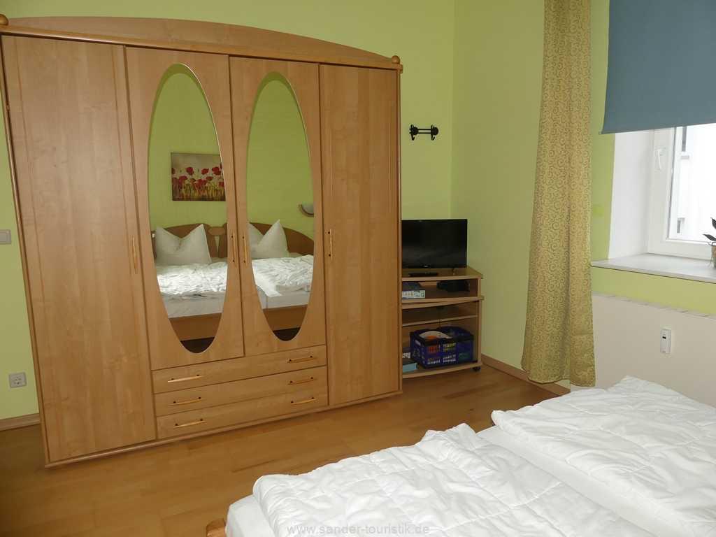 Schlafzimmer TV und ein WC en suite - Binz