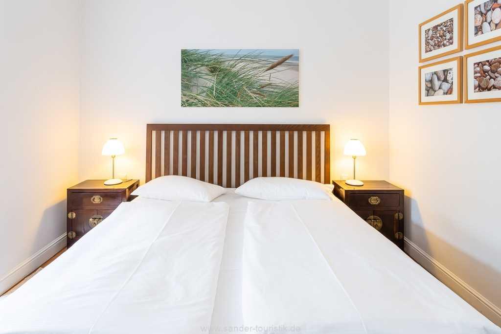 Foto der Wohnung RUG-12-015-02-villa-ravensberg-binz-schlafzimmer.jpg