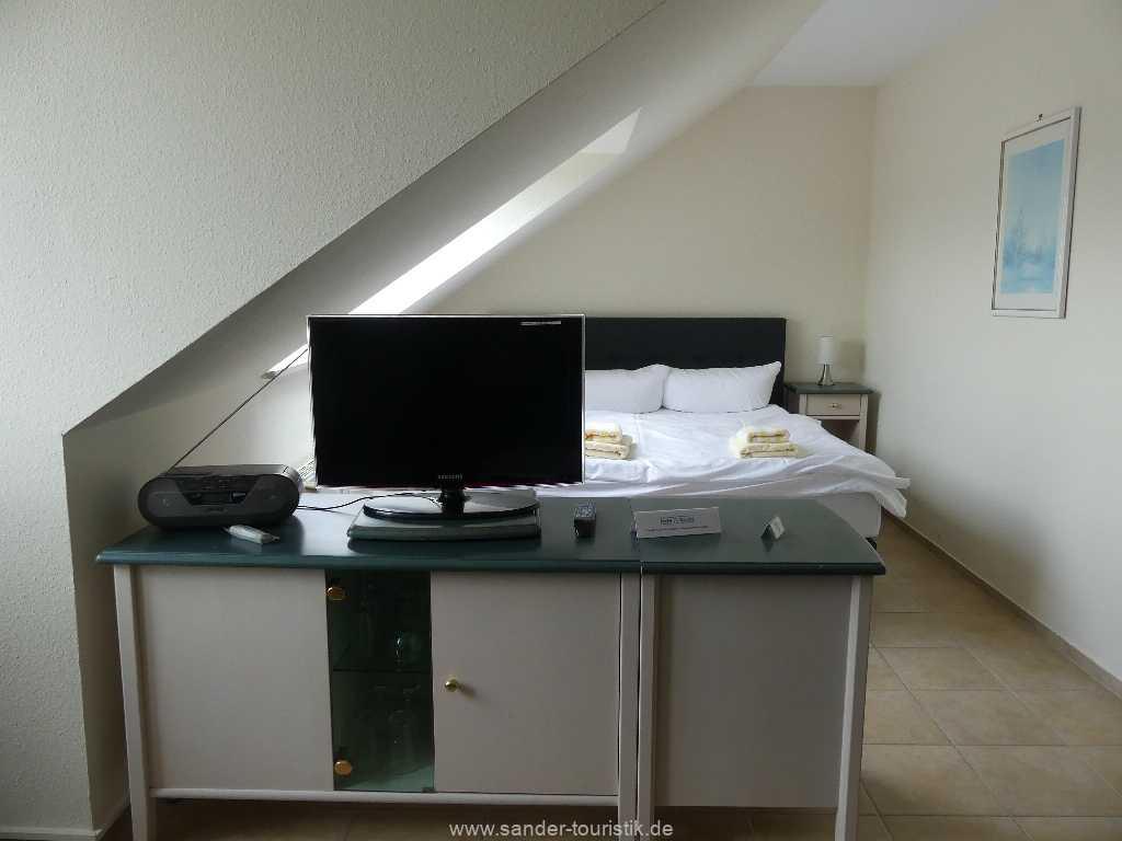 Foto der Wohnung RUG-12-021-57-binzer-sterne-binz-schlafenTV.JPG