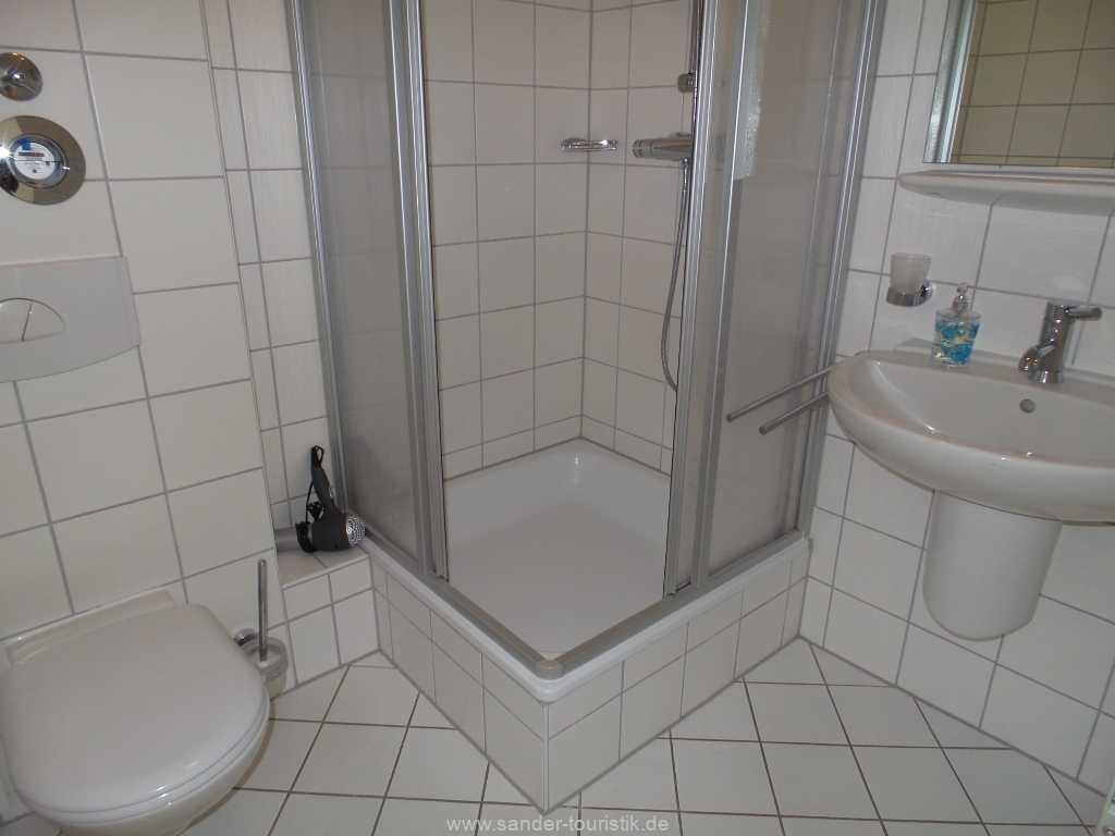 Badezimmer mit Dusche/WC - Binz