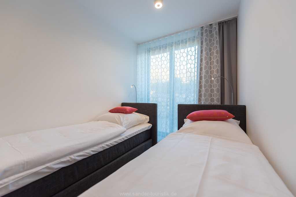 Foto der Wohnung RUG-13-027-01-villa-granitzblick-binz-schlafzimmer-einzelbett1-tv.jpg